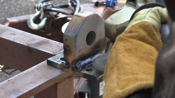 welding-mounts-to-plates