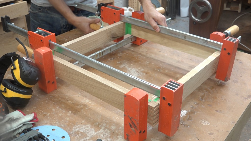 34-clamping-the-forms