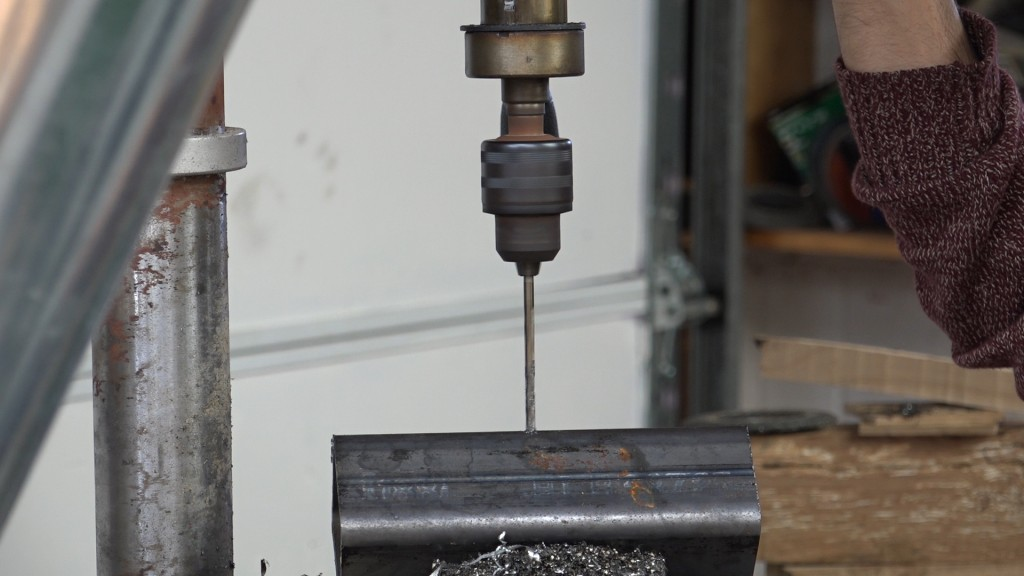 2-drilling-for-the-locking-bolt